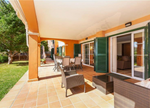 Ground floor apartment with garden of 350m2 approx