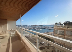 Flat with sea views and swimmingpool,