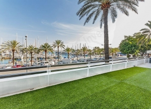 Renovated flat in seafront Paseo Marítimo with private terrace of approx. 180 m2,