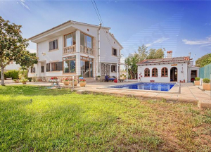 Detached house on a plot of 1.200 m2 approx.,