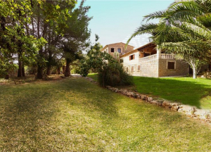 To Rent. Country house with 40.000 m2 plot and approx. 500 m2constructed,