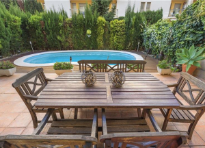 Ground floor with private swimming pool in the school area,