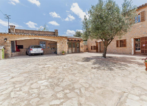 House on a plot of land of 440m2 approx. in Sant Llorenç