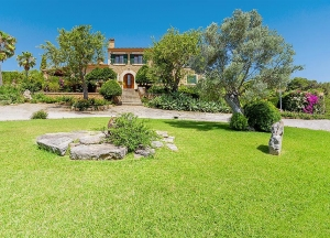 Country house on a plot of 8.232 m2 approx. with swimming pool,